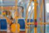 Interior de um ônibus intracampus.