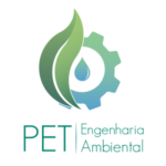 Logo PET Engenharia amiental nas cores verde e azul, no qual há uma egrenagem apoiada em folha verde com uma gota de água centralizada
